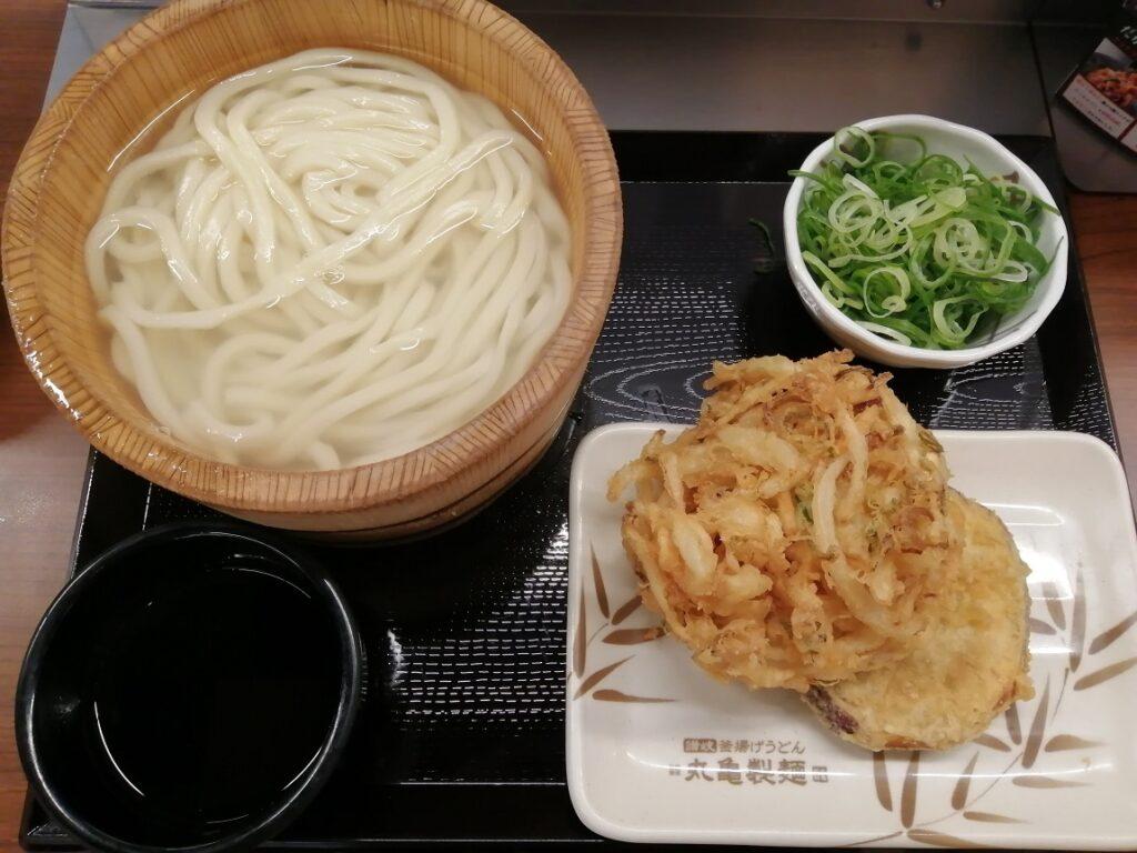丸亀製麺釜揚げうどん 野菜のかき揚げとさつまいも天
